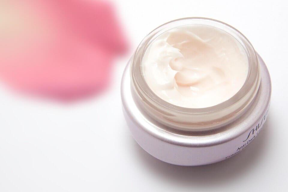 Bikin Wajah Bersih dan Cerah, Yuk Intip Keunggulan Cream Bebwhite C Skincare Glow